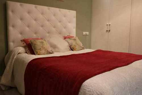 Cómo combinar manta roja en tu dormitorio. Ideasdecasa